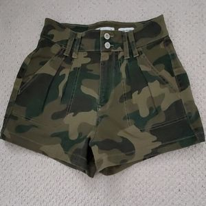 Hollister Ultra High Rise Camo Shorts sz 3